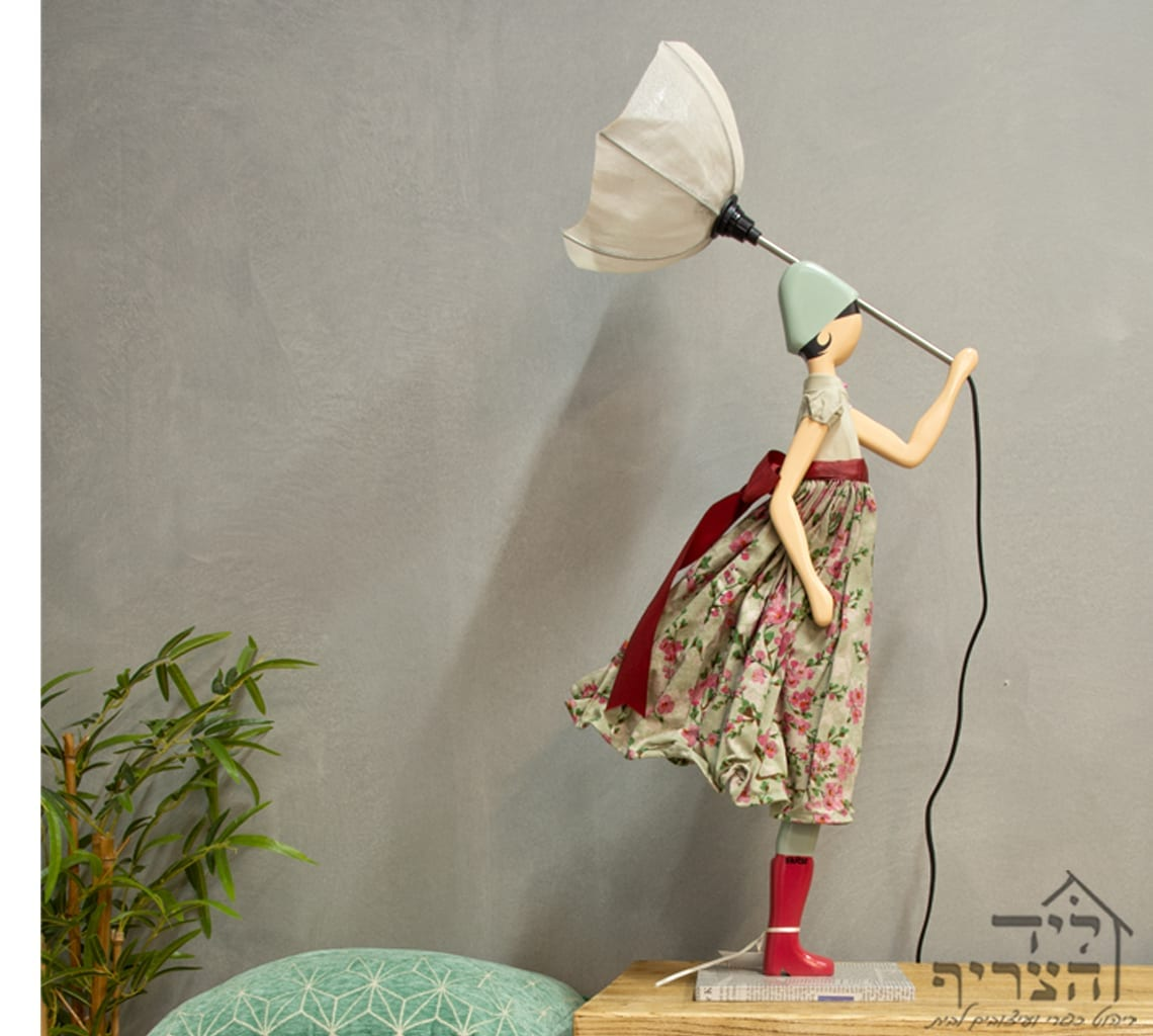 """מנורת שולחן אמנותית - מנורת שולחן עבודת יד - """"ליד הצריף"""", גדרה- יבוא ומכירת ריהוט כפרי ועיצובים לבית.08-8598173"""